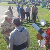 A sidewalk astronomer shows off his scope